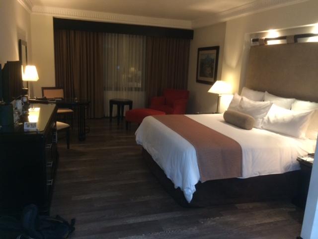 Kingsize bed, zou nauwelijk in mijn kamer in Amsterdam passen