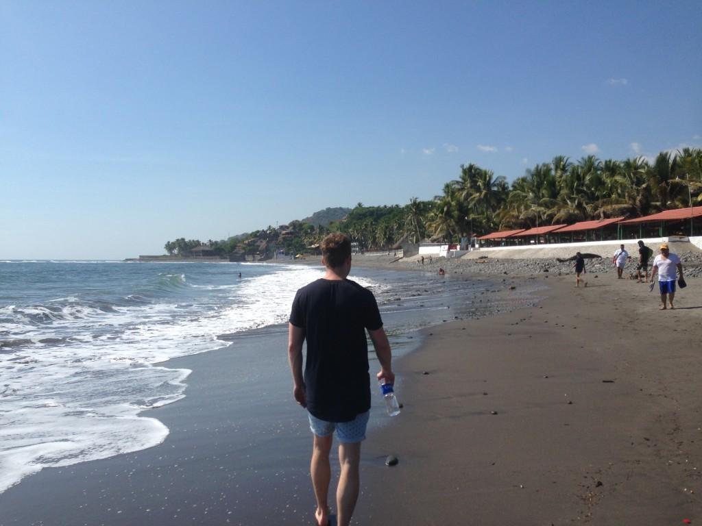 Dit was die keer dat Ernst en ik een strandwandeling gingen maken.